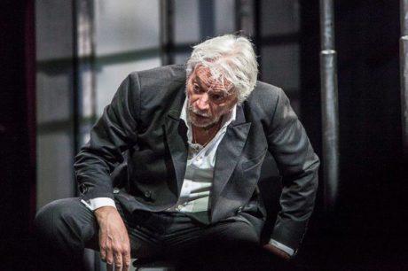 Není-li Bůh, vše je dovoleno. Juraj Kukura jako starý Karamazov. FOTO LUKÁŠ HORKÝ