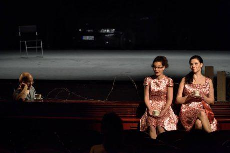 Zdeňka Brychtová (Mluvící žena 1), Lenka Chadimová (Mluvící žena 2). FOTO ROMAN POLÁŠEK