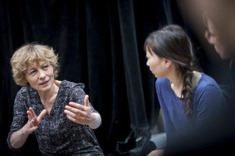 """Workshop s Nicole Mossoux na téma """"divadlo tance"""" – o realitě a představě, improvizaci a dramaturgii. FOTO VOJTĚCH BRTNICKÝ"""