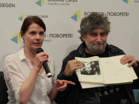 Lucie Řehoříková, ředitelka Českého centra v Kyjevě, a režisér Břetislav Rychlík během tiskové konference před uvedením Havlovy hry. FOTO archiv Gazeta.UA