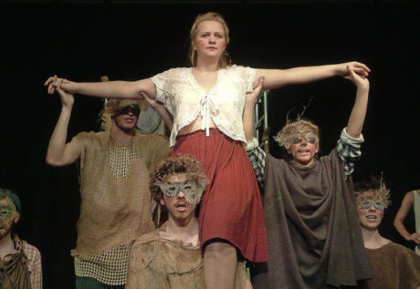 Pro neněmčináře byla povrchní scénická adaptace Shakespearovy rozmarné i temné komedie značně ubíjejícím, dosti muzeálním zážitkem. FOTO ROWITHA FREY