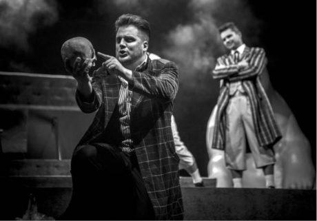 Tomáš Savka jako racionální Hamlet FOTO PETR KIŠKA