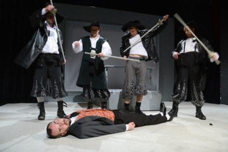 Čtyři mušketýři a divadelní kritik. FOTO TOMÁŠ RUTA