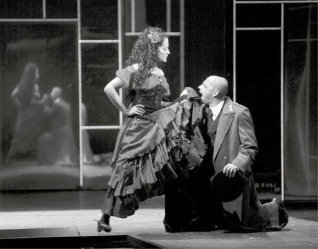 Lucie Bílá a Tomáš Trapl v inscenaci Carmen (premiéra 2. října 2008, Hudební divadlo Karlín) FOTO ARCHIV HDK