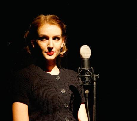 Jako Magda Husáková Lokvencová v solo performanci M. H. L. (premiéra 27. února 2010) FOTO KATARÍNA SMÍKOVÁ