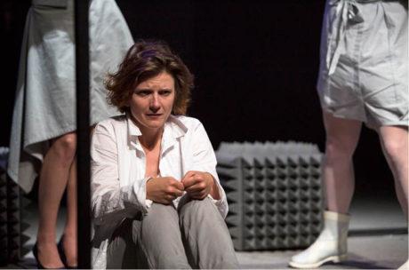 Jako Mané v inscenaci Hoří (režie Natália Deáková, premiéra 12. června 2016 v MeetFactory, Praha) FOTO TEREZA HAVLÍNKOVÁ
