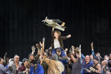 Cameron Becker, Chor des Staatstheater Nürnberg. FOTO LUDWIG OLAH