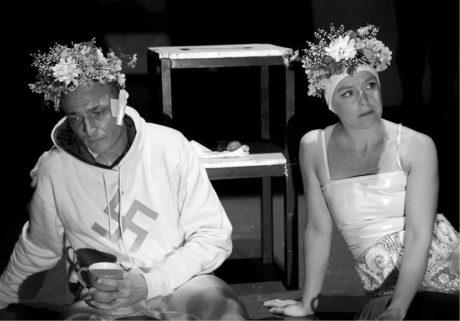 Karel Dobrý a Lucie Trmíková v inscenaci Jana Nebeského Miluji tě jak po smrti  FOTO LALI LAYTADZE