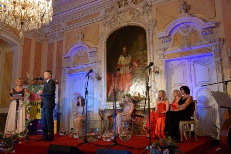 Ředitel festivalu Josef Podstata během slavnostního udílení cen. FOTO KHALIL BAALBAKI