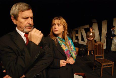 S Pavlou Tomicovou (Irena) jako dr. Vilém Kriegel v Javlově Odcházení (r. Andrej Krob, prem. 11. 10. 2008). FOTO BOHDAN HOLOMÍČEK