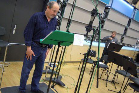 Viktor Preiss (Václav Talich) a režisér Vít Vencl během nahrávání. FOTO TOMÁŠ MIKYSKA