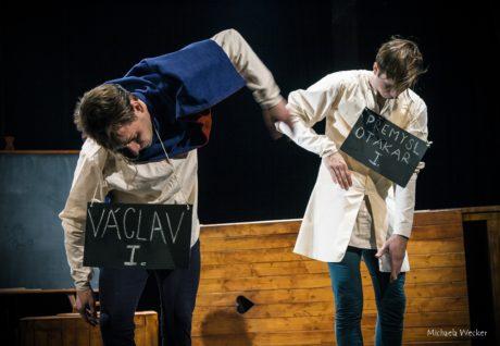 A také jsem se upřímně bavil a smál na výtečném kaleidoskopu Český středověk aneb Co Kosmas nevěděl a Dalimil si vymyslel. FOTO archiv divadla