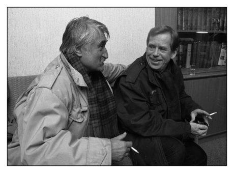 Václav Havel s Pavlem Landovským. FOTO PAVEL VÁCHA