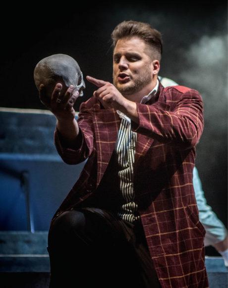 Hamlet (Tomáš Savka), Letní shakespearovské slavnosti v Ostravě foto Petr Kiška