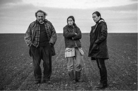Jaroslav Dušek, Eliška Křenková a Zuzana Stivínová v seriálu Pustina FOTO ARCHIV HBO