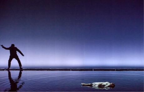 Sebevražda Káti (Pavla Vykopalová) – L. Janáček: Káťa Kabanová, režie Robert Carsen  FOTO NdB OPERA: MAREK OLBRZYMEK
