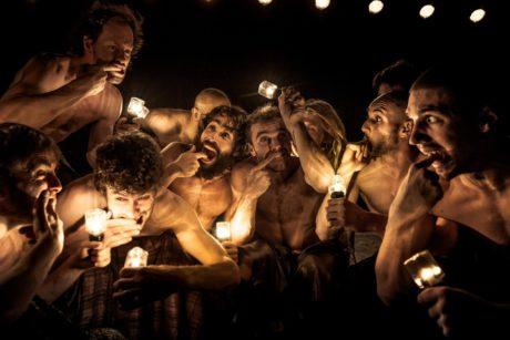 Člověk - performer i divák - se odpoutá od racionality a dostává se do temných světů podvědomí a snů. FOTO DANNY WILLEMS