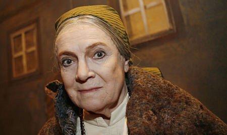 Ve své poslední divadelní roli Babičky v inscenaci J. A. Pitínského /Národní divadlo, od 13.12.2007 do 23.05.2010 (57x)/. FOTO VIKTOR KRONBAUER
