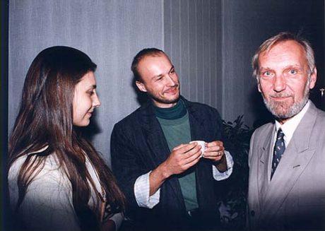 S herečkou Martinou Delišovou a dramaturgem Martinem Fahrnerem na slavnostním večeru k 55-ti letům trvání Horáckého divadla v roce 1995. FOTO archiv HDJ
