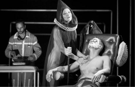 Ondřej Veselý jako egocentrický Don Juan a Barbora Valentová jako zhrzená Elvíra FOTO  MARTIN ŠPELDA