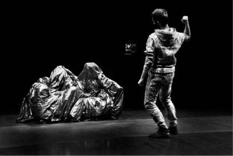 Performance Nejsem tu, říká prázdnota vypráví o černých dírách a nicotě FOTO BIEKE VANHOUTTE