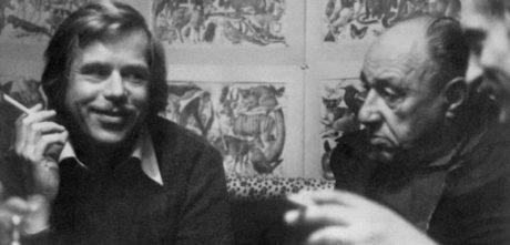 Český národ neskoná, on všechny bídy šťastně překoná... Václav Havel a František Kriegel. FOTO archiv