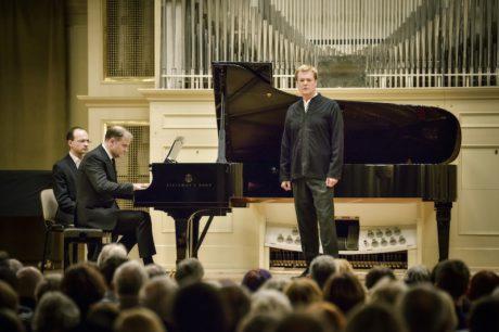 Britský tenorista Toby Spence a klavírista Julius Drake společně vytvořili pozoruhodný Zápisník zmizelého. FOTO MAREK OLBRZYMEK