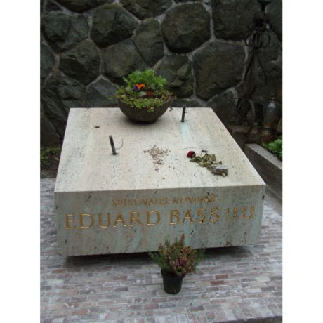 Hrob Eduarda Basse (1988 - 1946) na Vyšehradském hřbitově v Praze. FOTO archiv SPH