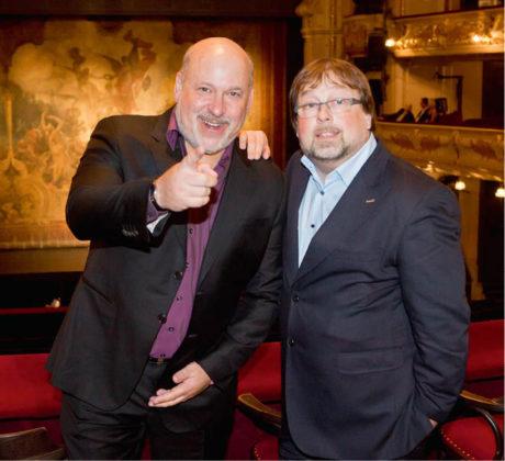 Frank Wildhorn s Patrickem Fridrichovským v hledišti Hudebního divadla Karlín Praha FOTO DAVID KRAUS