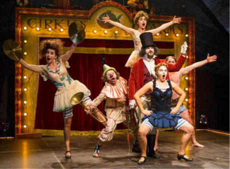 Teatro Tatro uvedlo před Divadlem Andreja Bagara novinku svého principála Ondreje Spišáka Cirkus Charms FOTO CTIBOR BACHRATÝ