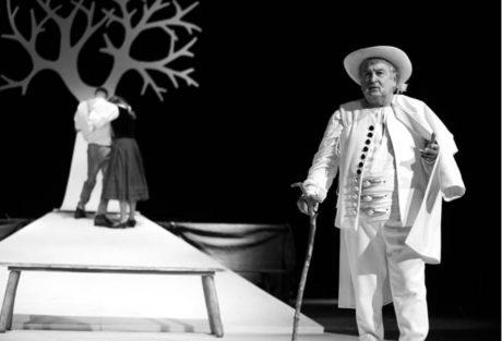 Karol Suzska jako starý Francek v inscenaci Rajská jablůňka  FOTO KARIN DZIADEK