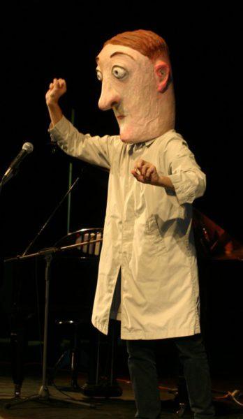 Klaun používá i masky. FOTO archiv