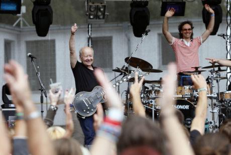 23. srpna 2014 se svou skupinou Blue Effect na festivalu Rock for People. FOTO PETR HLOUŠEK